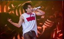 Giải trí - Sơn Tùng M-TP lần đầu hát live 'Chạy ngay đi' khiến fan phấn khích