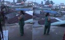 Mới- nóng - Clip: Dân bất lực la hét khi nhìn 5 căn nhà bị nhấn chìm xuống sông