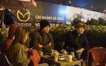 Xã hội - Cảnh màn trời chiếu đất trong giá lạnh của người bán hoa Tết ở Đà Nẵng