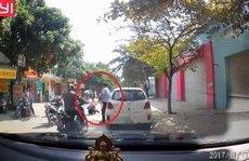 Xa lộ - Clip: Mở cửa gây tai nạn cho bé gái, tài xế đứng nhìn rồi bỏ đi