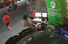 Hình sự - Clip: Trộm bỏ chạy trối chết sau 3 lần bẻ khóa xe máy bất thành