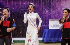 Ngôi sao - Hoa hậu H'Hen Niê bung xõa khi về thăm trường cũ
