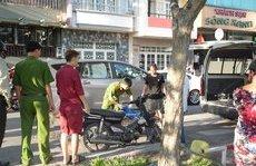 Pháp luật - Điều tra nguyên nhân người đàn ông chết gục trên xe máy ven đường