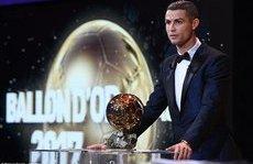 Bóng đá Quốc tế - Clip: Màn xuất hiện hoành tráng của Ronaldo cùng Quả bóng vàng 2017