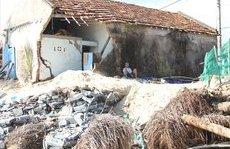 Điểm nóng - Nhiều nhà cửa bị sóng biển đánh sập, đổ ở Phú Yên