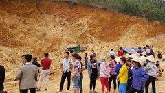 Tin nhanh - Hà Nội: Có sai phạm trong quản lý dẫn đến lở núi ở Quốc Oai, 1 người chết