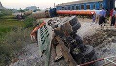 Tin nhanh - Kinh hoàng: Lật 8 toa tàu hoả, 2 người chết, nhiều người bị thương