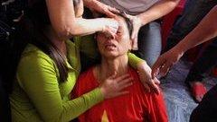 Bóng đá Việt Nam - Bố mẹ Bùi Tiến Dũng khóc, ngất xỉu trước chiến thắng của U23 Việt Nam