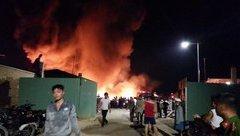 Chính trị - Xã hội - Hải Phòng: Lửa bao trùm kho hàng của nhà máy nhựa Tiền Phong
