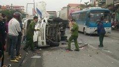 Tin nhanh - Quảng Ninh: Ô tô khách đâm trực diện xe tải, tài xế xe tải bị thương nặng