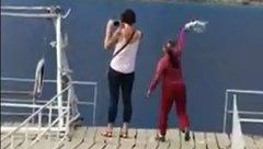 Xã hội - Người phụ nữ 'gây bão' khi xua đuổi khách nước ngoài tại 'tuyệt tình cốc'
