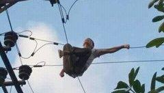 An ninh - Hình sự - Nghẹt thở màn giải cứu người đàn ông trèo lên trạm điện biến áp tự tử