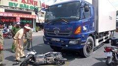 Tin nhanh - Xe tải và xe máy đối đầu, 3 người thương vong