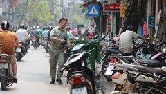 Bạn đọc viết - Dừng, đỗ xe cản đường: Thói quen nhỏ, tác hại lớn