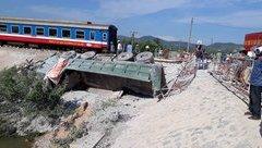 Chính trị - Vụ lật tàu: Người đứng đầu ngành Đường sắt phải chịu trách nhiệm