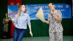 Video - Clip: Mỹ Tâm nhảy phụ họa cho cụ bà hát 'Tôi là tôi' gây sốt dân mạng
