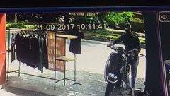 Video - Clip: Quên rút chìa khóa, chủ nhà bị trộm xe trong nháy mắt