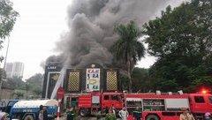 Mới- nóng - Clip: Cháy quán karaoke ở Linh Đàm, cột khói bốc cao hàng chục mét