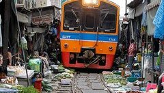 Mới- nóng - Clip: Khám phá khu chợ 'đánh đu với thần chết' nổi tiếng ở Thái Lan