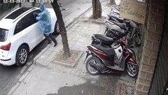 Mới- nóng - Clip: Trộm liều lĩnh đập kính xe ô tô trộm túi xách giữa ban ngày