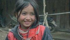 Mới- nóng - Bé gái H'Mông gây chú ý khắp mạng xã hội với nụ cười tỏa nắng