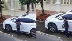 Mới- nóng - Đạo chích ung dung cạy trộm mặt gương xe Lexus chỉ trong 10 giây