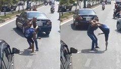 Xa lộ - Clip: Va chạm, hai tài xế lao vào đánh nhau giữa phố Sài Gòn
