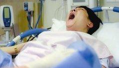 Giải trí - Clip: Trấn Thành, Trường Giang vật vã đến rơi nước mắt để sinh con
