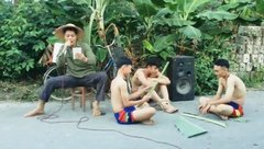 Giải trí - Anh chàng bán kem lại gây sốt khi cover hit 'Vẫn nhớ' của Tuấn Hưng