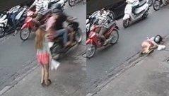 Mới- nóng - Clip: Cô gái bị cướp áp sát, giật dây chuyền ngay giữa phố Sài Gòn