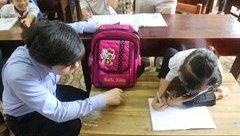 Giáo dục - Nghị lực phi thường của học trò lớp 3 bị khuyết tật và mất cha