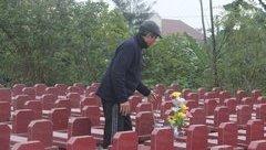 Xã hội - Cảm động người cựu chiến binh miệt mài xây hàng trăm ngôi mộ cho người dưng