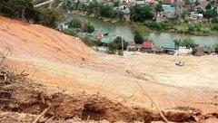 Tin nhanh - Nghệ An: Núi xuất hiện vết nứt dài 200m đe dọa vùi lấp hàng chục hộ dân