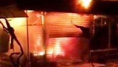 Tin nhanh - Nghệ An: 'Bà hỏa' ghé thăm chợ trong đêm thiêu rụi 3 ki ốt