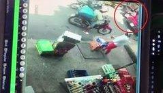 Xa lộ - Clip: Mở cửa GrabCar bất cẩn, cô gái gây tai nạn chết người