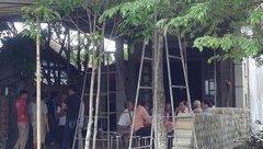 Xã hội - Người mẹ bàng hoàng phát hiện con trai treo cổ trước cổng nhà