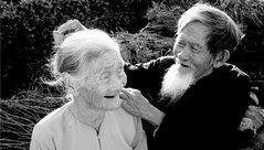 Gia đình - Phụ nữ luôn muốn có một tình yêu đến bạc mái đầu, đi kề nhau đến cạn cùng hơi thở