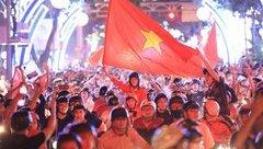 Văn hoá - Người hâm mộ cả nước xuống đường mừng U-23 Việt Nam chiến thắng