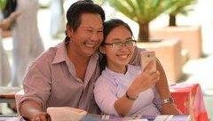 Cộng đồng mạng - Khoảnh khắc 'cha và con gái' trong lễ tổng kết năm học gây xúc động mạnh