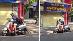 Cộng đồng mạng - Người phụ nữ quát nạt, bắt con xuống xe giữa trời nắng nóng gây bức xúc
