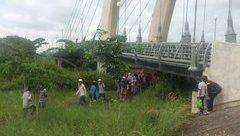 Tin nhanh - Bạc Liêu: Nam thanh niên chết trong tư thế treo cổ dưới gầm cầu