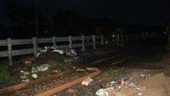 Xã hội - Đi xe máy băng qua đường ray, một người bị tàu hỏa tông tử vong