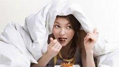 Gia đình - Những thói quen khi ngủ khiến bạn bị béo bụng