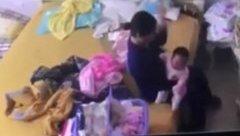 Gia đình - Bé 2 tháng tuổi bị giúp việc bạo hành: Giận run khi xem clip