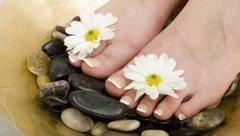 Làm đẹp - Mách bạn tuyệt chiêu giúp đôi chân luôn mềm mại, mịn màng