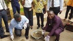 Cuộc sống số - Ghana sử dụng nhựa bỏ đi làm gạch lát vỉa hè