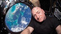 Cuộc sống số - Con người có thể bất tử khi sống ngoài vũ trụ không?