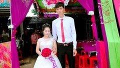 Đời sống - Nàng 1,39m-chàng 1,83m: Cô dâu muốn hôn chú rể phải... đứng lên ghế