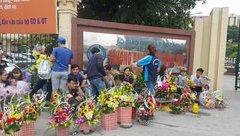 """Đời sống - Ngày 20/10: Sinh viên thành chủ cửa hàng hoa """"di động"""""""
