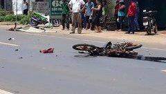 Tin nhanh - Đắk Lắk: Xe máy va chạm với ô tô tải, 2 người thương vong